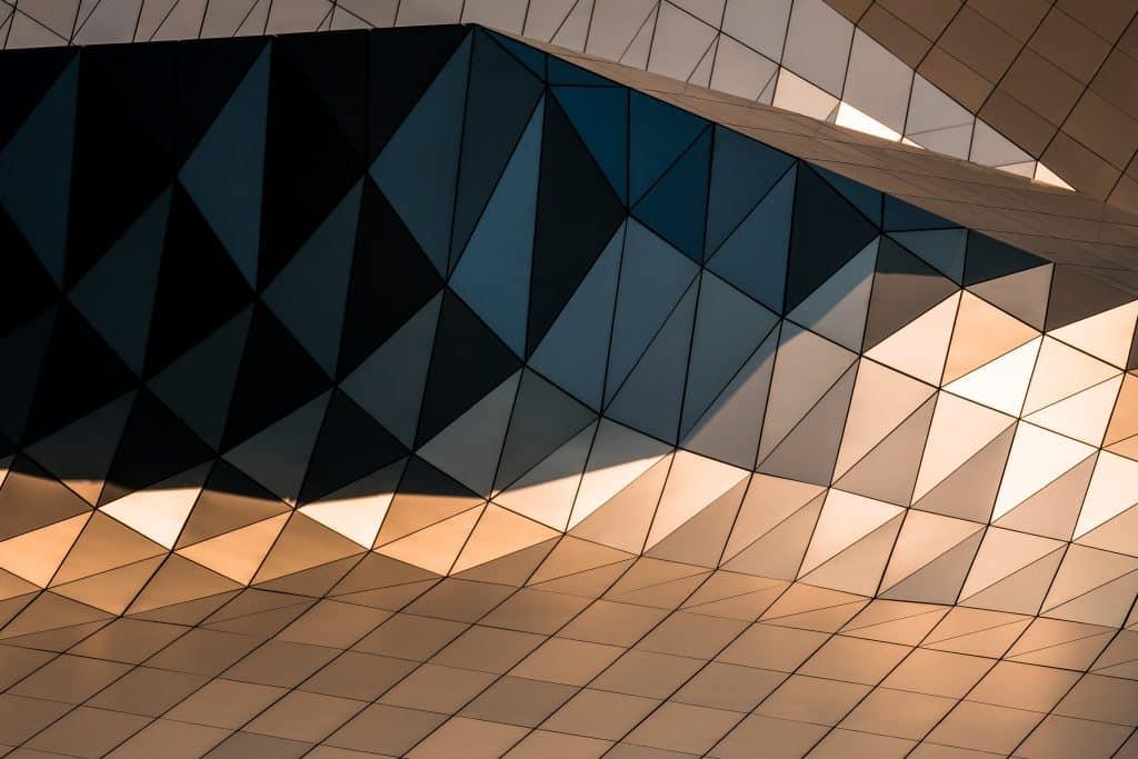 Couché de soleil sur les panneaux du Nuage du musée des Confluences à Lyon - Photographe Architecture - Michael Bouton