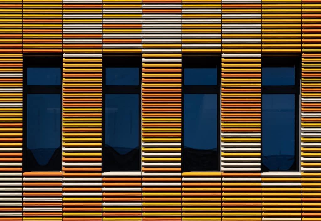 Détail de la façade du centre de recherche en biomédecine de Strasbourg -Photographe Architecture - Michael Bouton