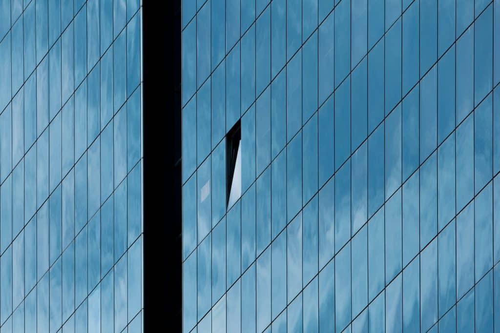 Fenêtre ouverte de la tour Swiss Life à Lyon - Photographe Architecture - Michael Bouton