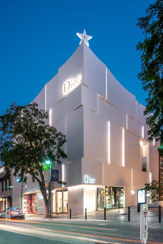 Boutique Dior de nuit du Design District à Miami en Floride (Architectes : Barbarito Bancel Architectes) - Michael BOUTON - Photographe Architecture