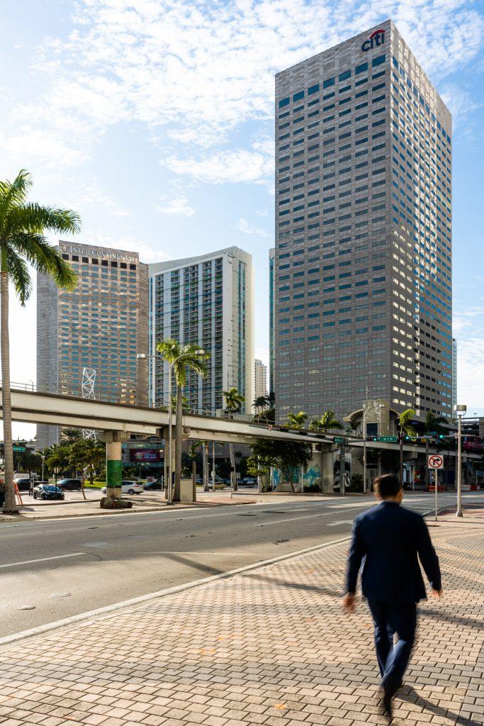 "Tour ""Miami Center"" à Miami en Floride (Architectes : Pietro Belluschi) - Michael BOUTON - Photographe Architecture"