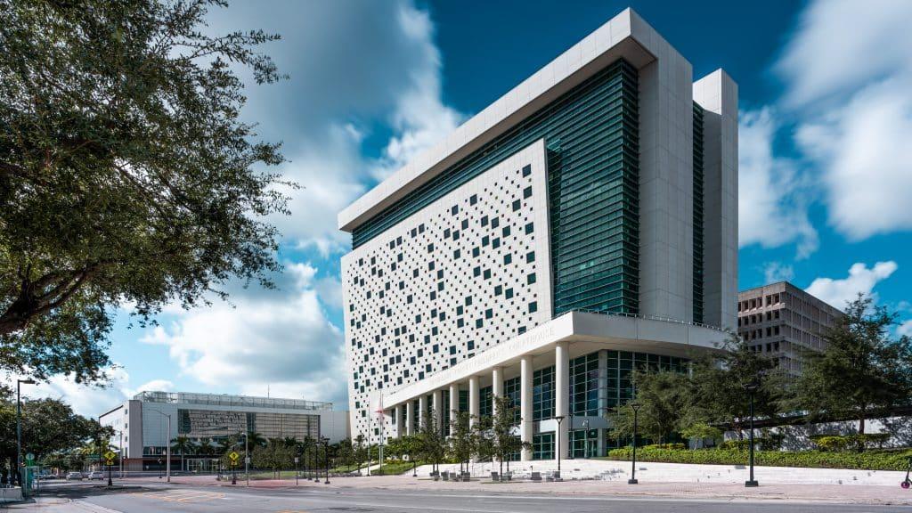 Palais de Justice pour enfant à Miami en Floride (Architectes : Hellmuth, Obata & Kassabaum) - Michael BOUTON - Photographe Architecture