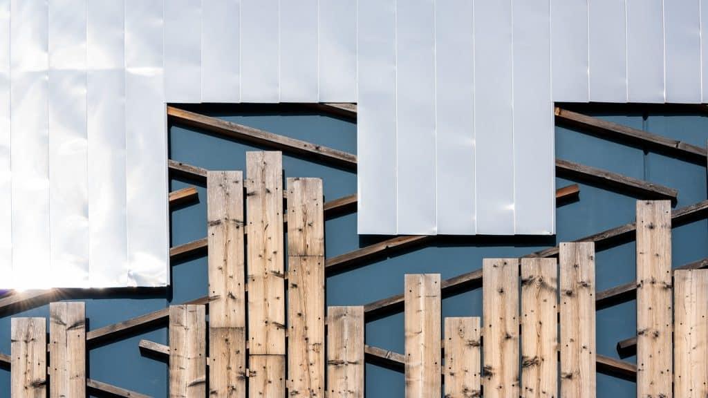 Jeu de Tetris entre les bardages supérieur et inférieur - Photo prise par Michael Bouton (edifice-photo.com)