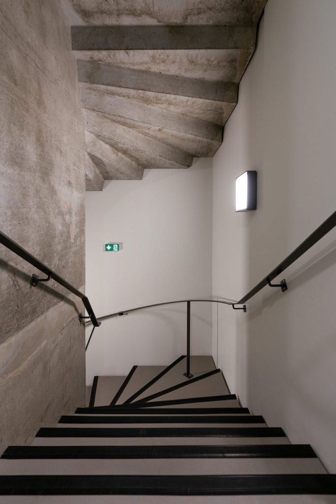 Photographe Architecture Alsace Renovation escalier en beton brut
